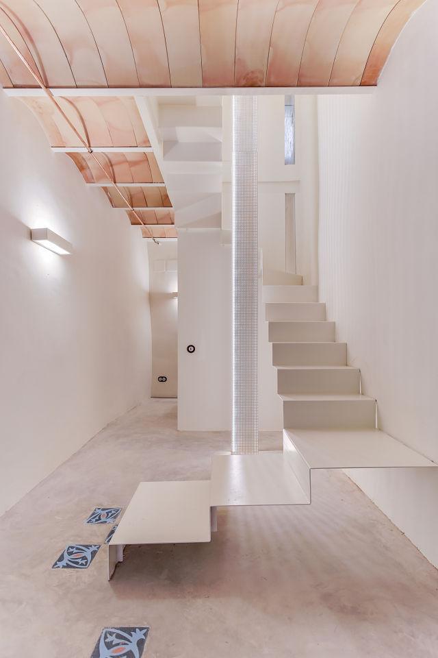 reforma interior de escalera de casa antigua