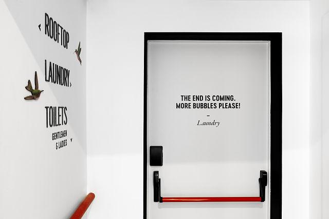 Señalética en diseño y decoración de hoteles; 2060 Newton Hostel