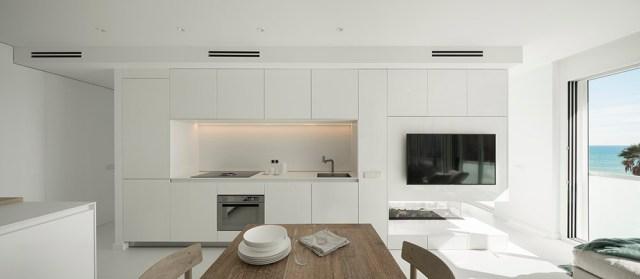 Cocina y comedor de apartamento de diseño minimalista