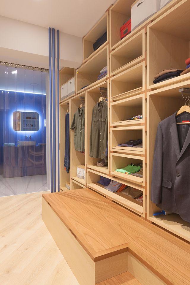 Vestidor de diseño en dormitorio