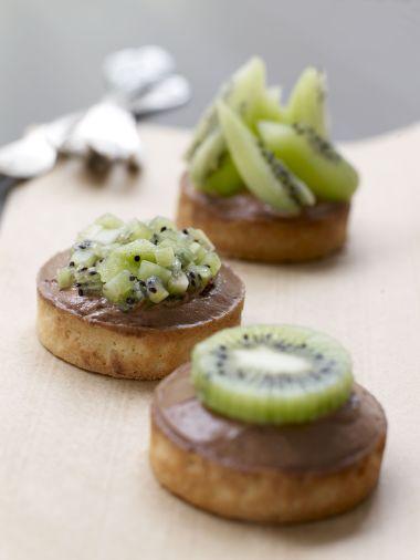 Tarte aux kiwi de l'Adour IGP sur son lit de mousse au chocolat