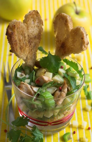 Salade aux blancs de poulet pommes, roquette et céleri branche