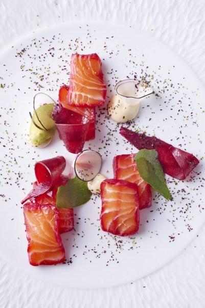 Saumon de Norvege sucre et sale, jus de betterave TerroirEvasion.com