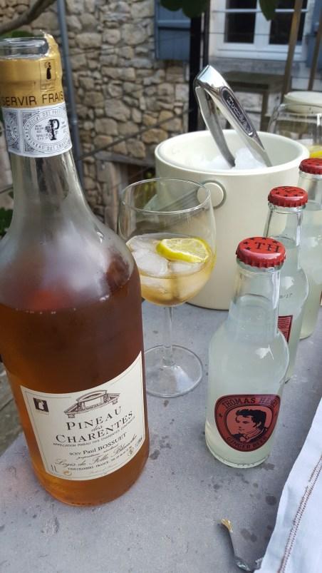 Cocktail Pineau rosé Tonic Pineau des Charentes TerroirEvasion.com