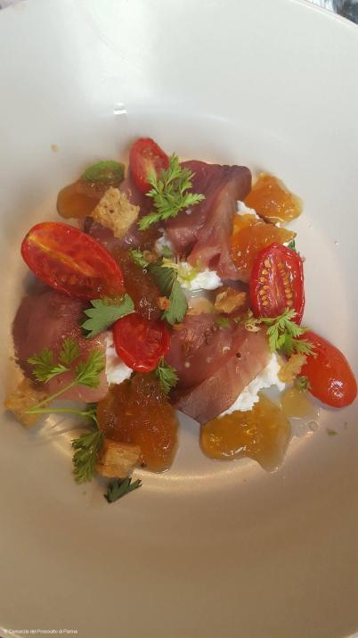 La Bonite, Brocciu, gelée corsée au Jambon de Parme et datterino de Sicile, herbes sauvages Restaurant A mere