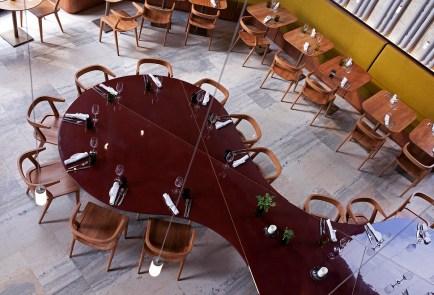 Les Grands Verres, Paris table