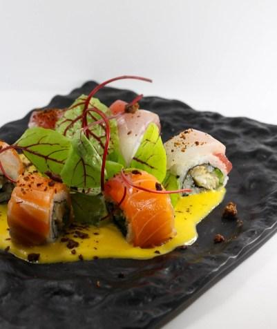 Vraymonde Buddha Bar Paris Rolls Rainbow, anguille fumée, sauce Aji amarillo