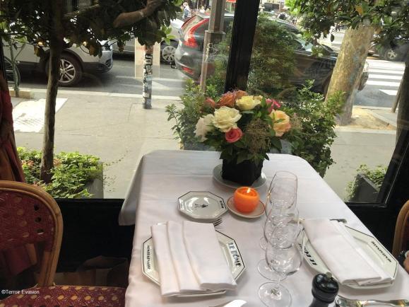 Dome Montparnasse table pour deux en verrière 3_c2i