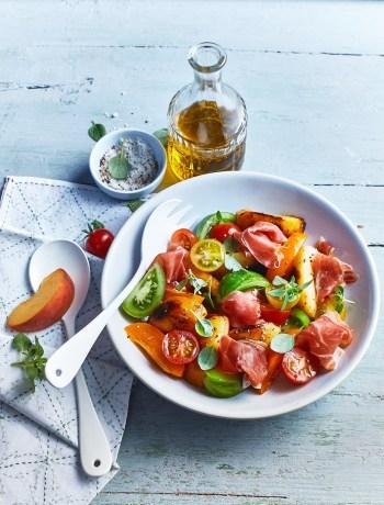 Jambon Serrano et sa salade de pêches rôties, tomates cerises