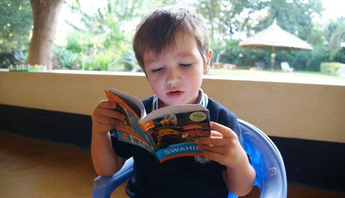 Julian leert Swahili