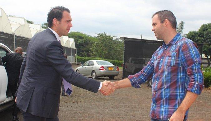Martijn van Dam en Bas bij Fides Tanzania