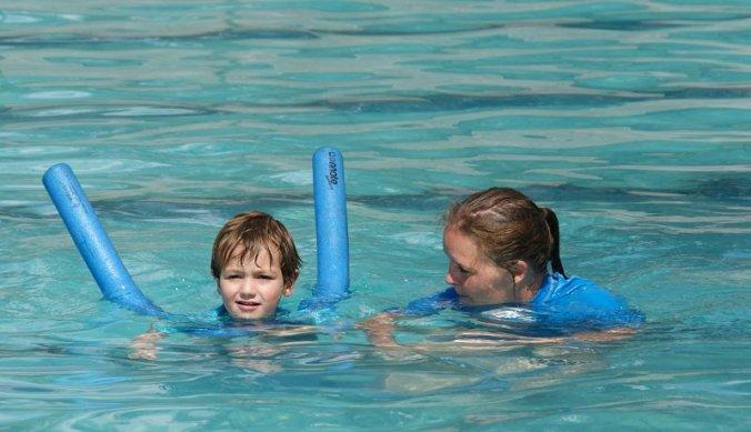 Zwemles voor Julian op school