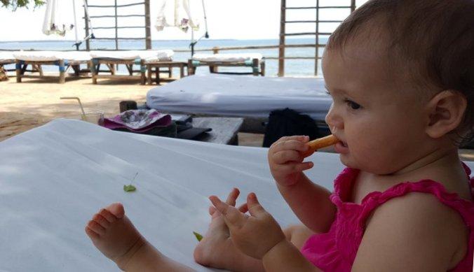 Heerlijk genieten van het zwembad van Hotel Mediterraneo in Dar es Salaam