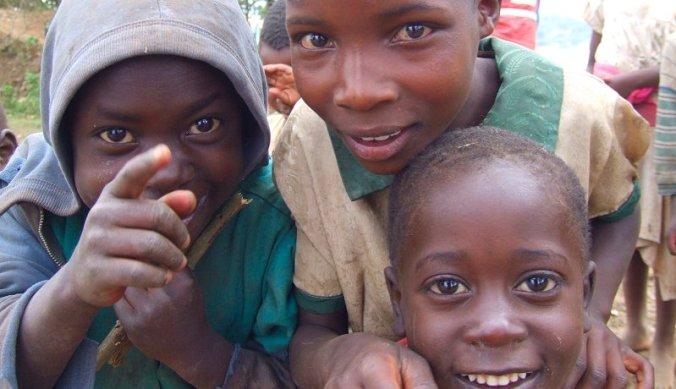 Vrolijke kinderen in Oeganda
