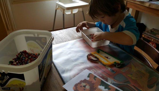 Figuurtjes maken met strijkkralen
