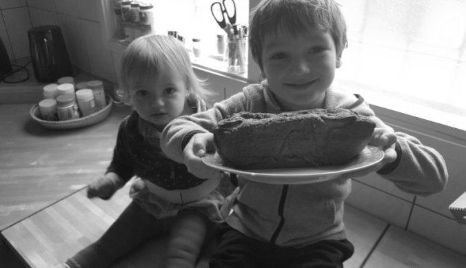 Samen een cake bakken tijdens de vakantie