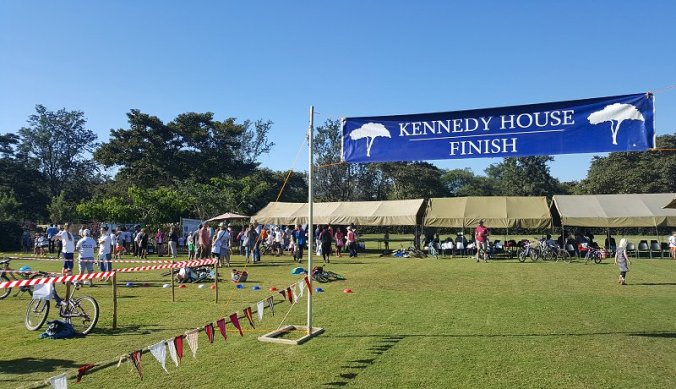 Kennedy House Finish van de triatlon Arusha