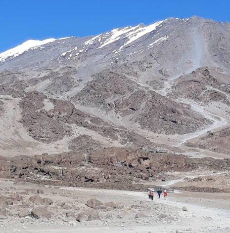 Op weg naar de besneeuwde top van de Kilimanjaro