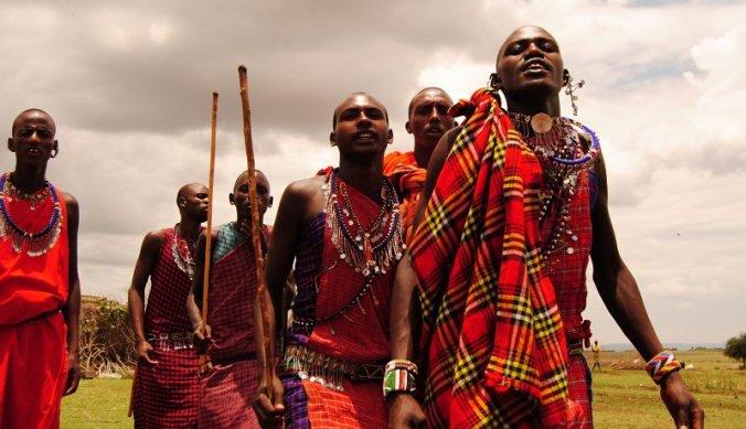 Groep Maasai krijgers in boma