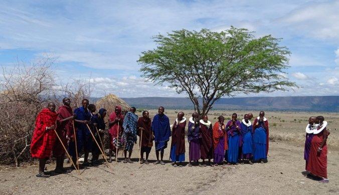 Maasai familie ontvangt normaal gesproken dagelijks toeristen