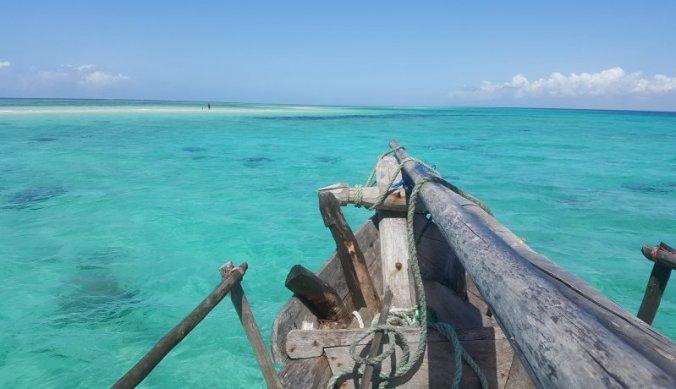 Met de dhow boot naar een verlaten zandbank