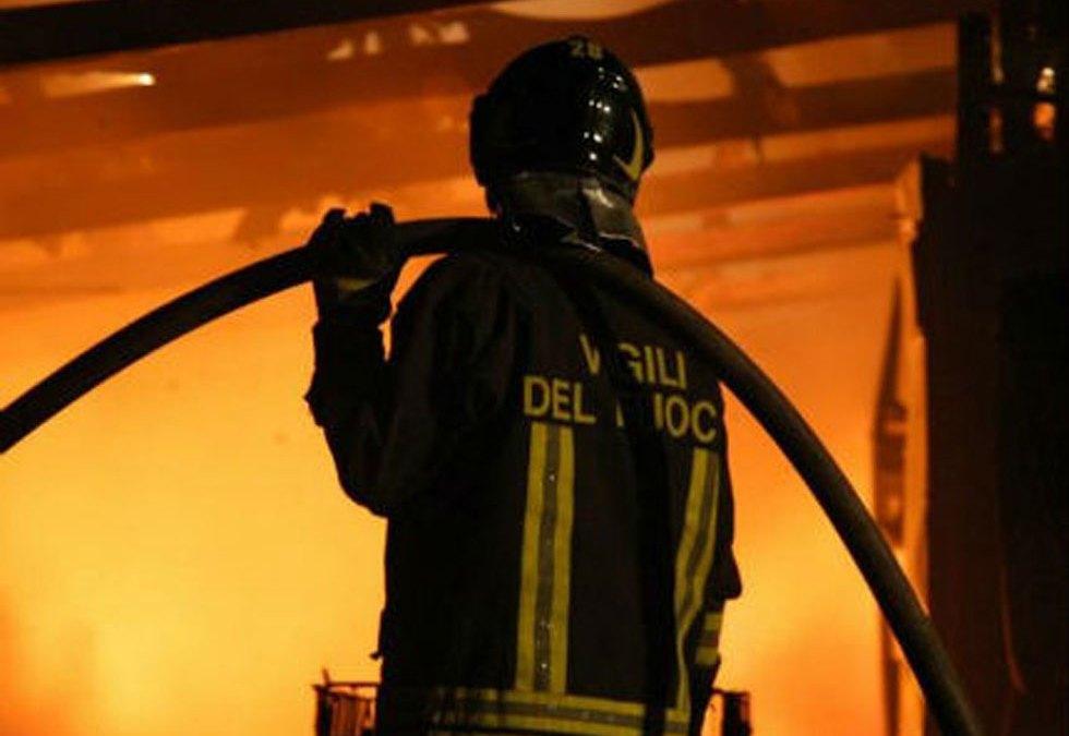 Incendio a Tolfa nell'ufficio assistenti sociali
