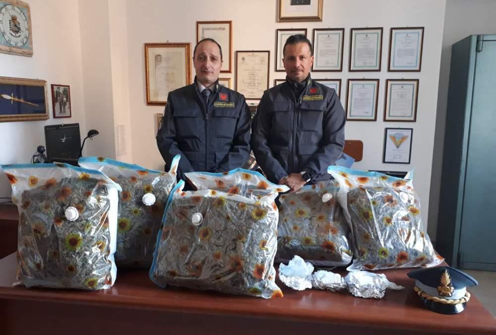 Arrestati dalla Finanza due cittadini di Fregene: trasportavano droga tra i rifiuti