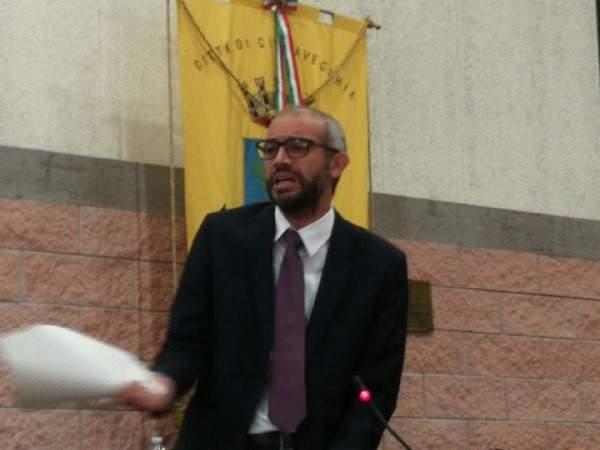 Civitavecchia, offende il sindaco Cozzolino dal suo blog e finisce sotto processo