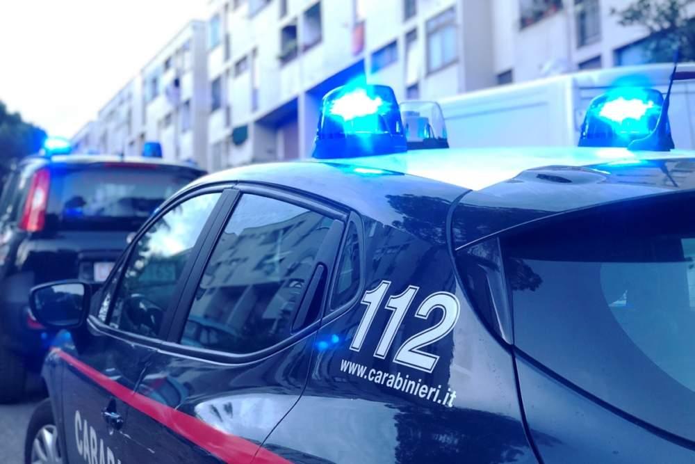 Bravetta, lite tra madre e figlio: arrivano i carabinieri e trovano dosi di stupefacente