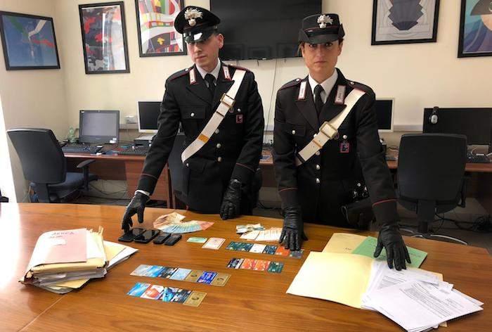 Esquilino, transazione bancaria con documenti falsi: arrestati