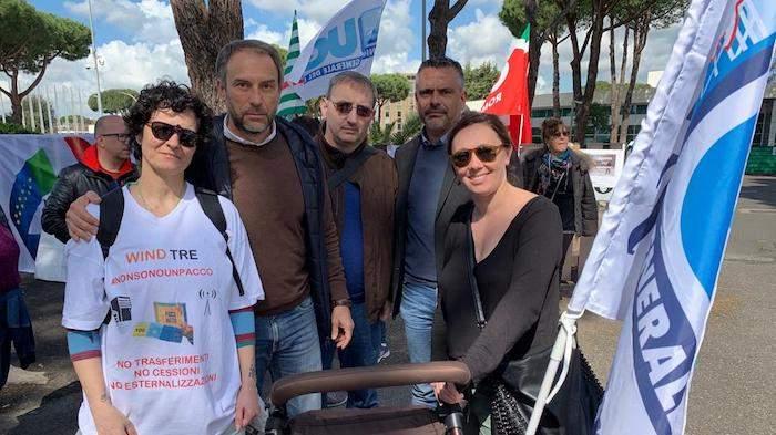 Parco de' Medici, protesta dipendenti Wind Tre contro trasferimento da Roma a Milano