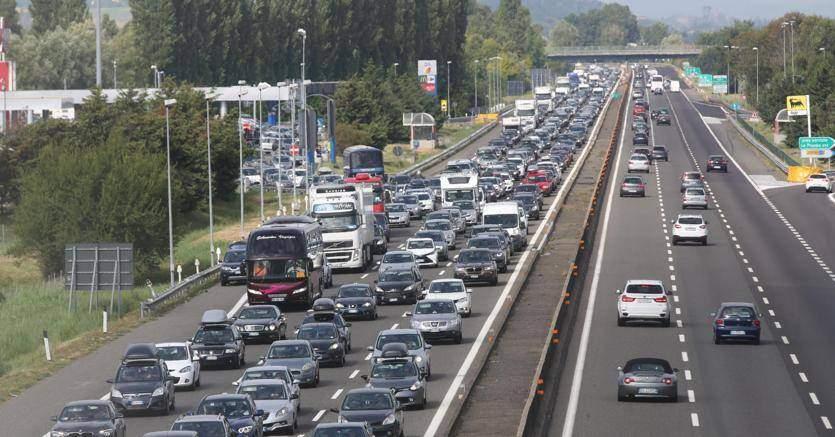 Traffico bloccato sulla A12: 2 km di coda allo svincolo Ladispoli Cerveteri e Torrimpietra direzione Civitavecchia