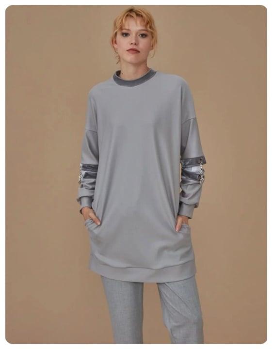 kollari-zincir-detayli-gri-sweatshirt