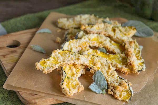 Paleo-Roasted-Squash-Slices-w-Sage #glutenfree #paleoeasysidedishes #whole30recipe #veganrecipe #squashrecipes