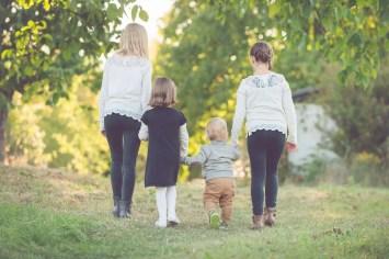 Tessa Trommer Fotografie Erfurt Geschwister Geschwistershooting Laufen Hand Familie Liebe