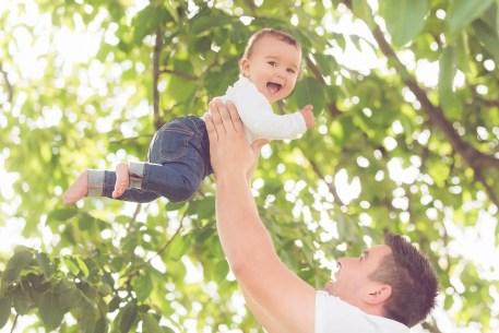 Tessa Trommer Fotografie Erfurt Sommer Baum Nussbaum Lachen Kinderlachen Papa Tochter