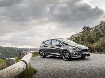 2018FordFiesta_MAGNETIC_ST_01
