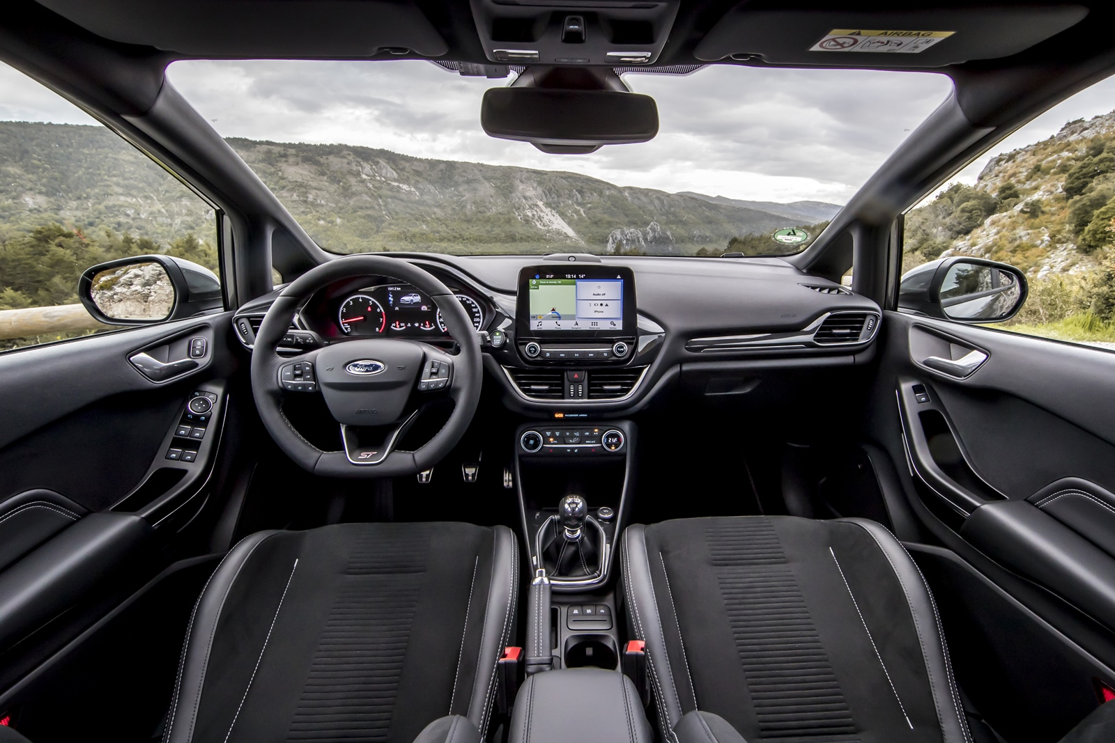 2018FordFiesta_MAGNETIC_ST_16