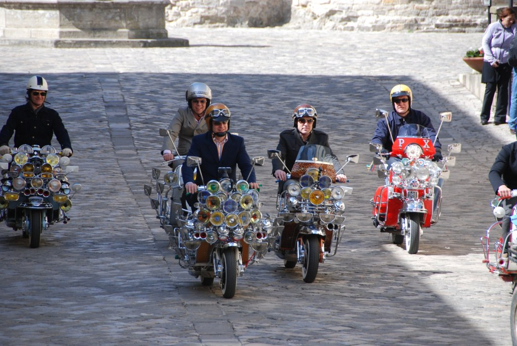 How to drive a Vespa in Rome - 50 tips and tricks