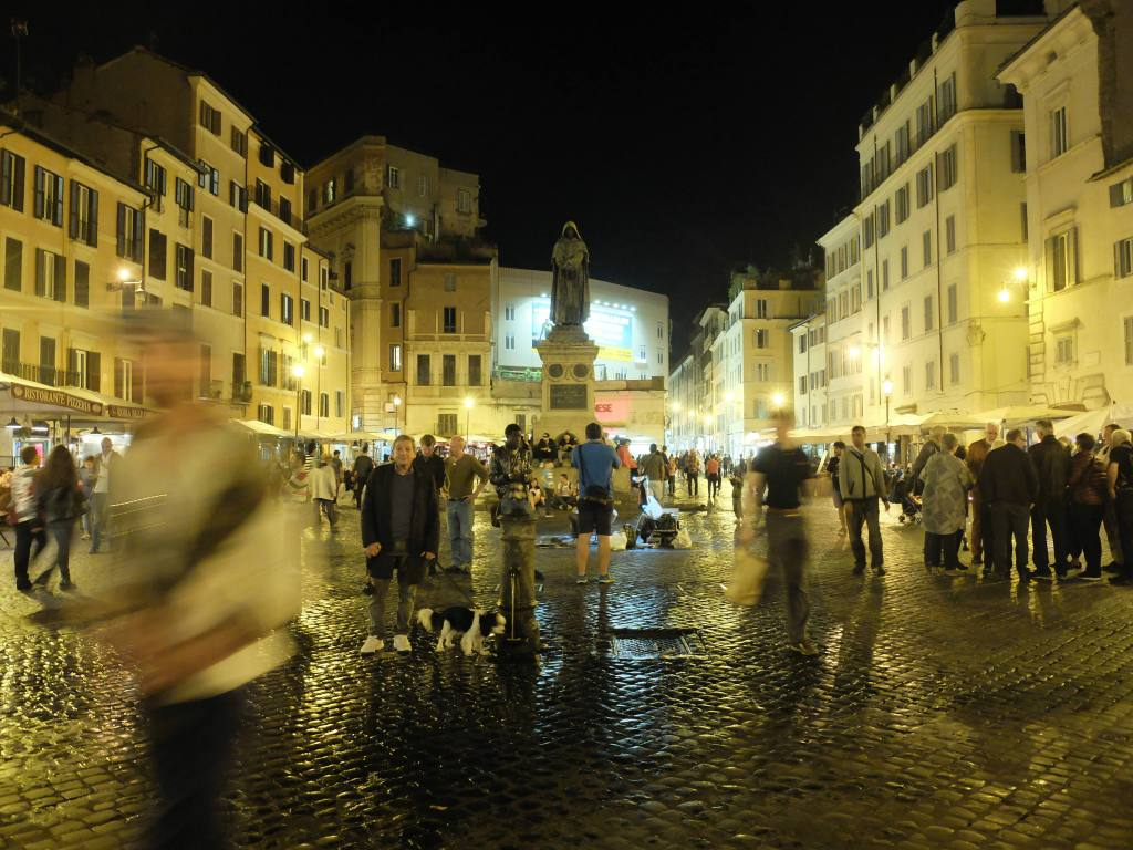 Ever fancied being fast-tracked into Rome's cocktail culture? Enter The Roman Guy's Cocktail Bars in Rome Evening Walking Tour... reviewed by Testaccina!