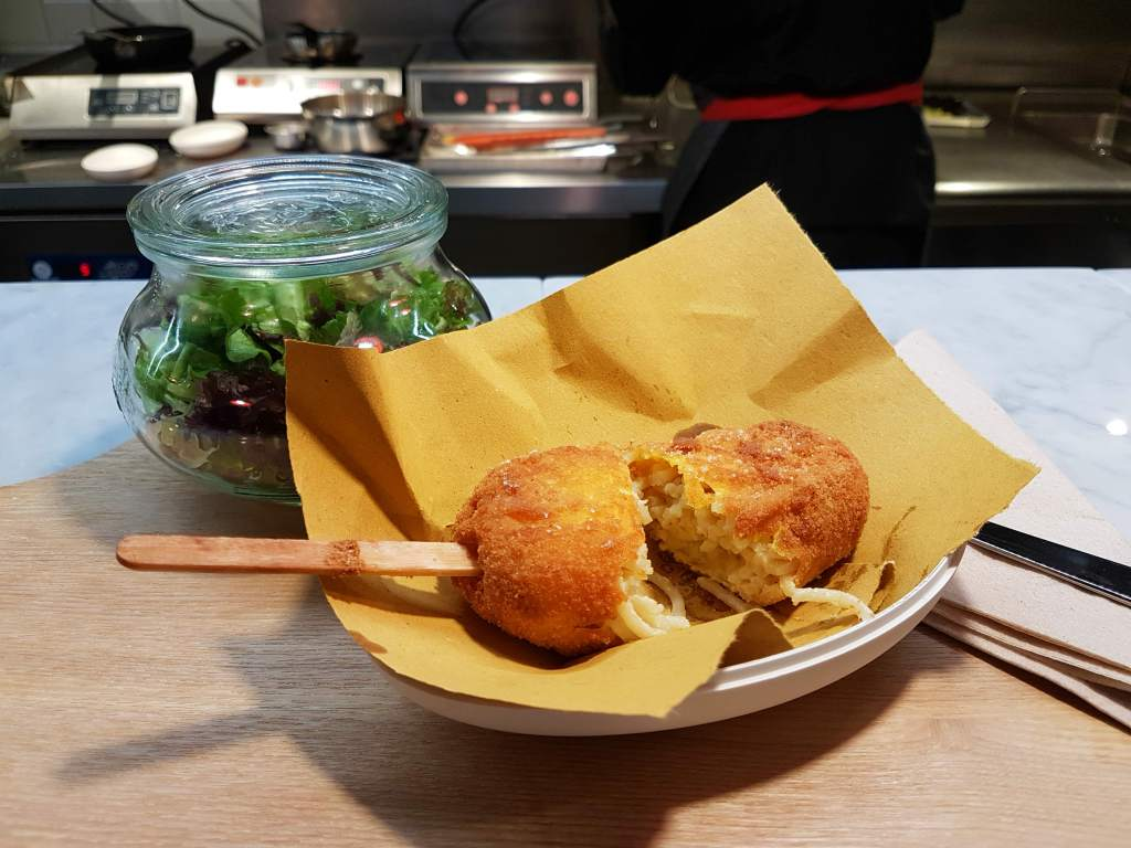 Review of Eggs Roma: a new restaurant in Trastevere, Rome, specialising in gourmet egg recipes, with 8 kinds of carbonara plus exceptional street food