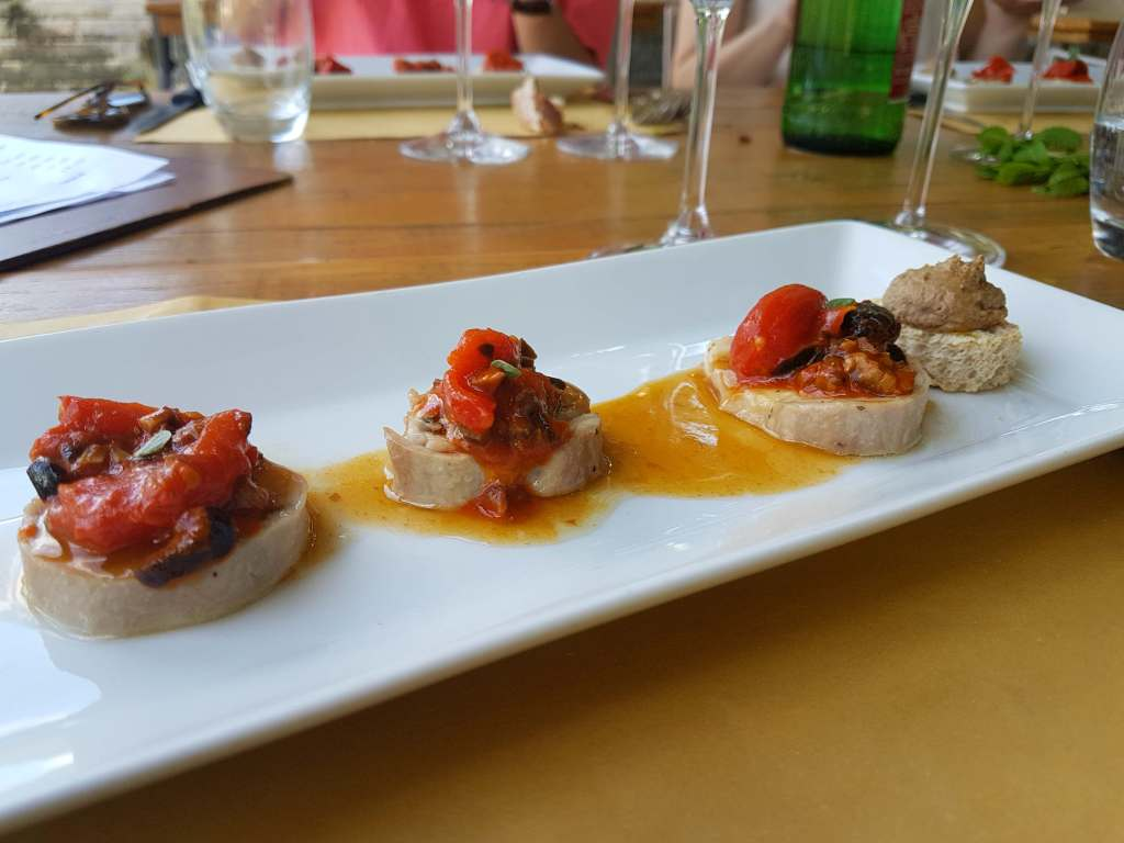 Hosteria Amedeo is a top restaurant in Monte Porzio Catone, and one of the best restaurants in the Castelli Romani for a Sunday lunch or treat near Rome