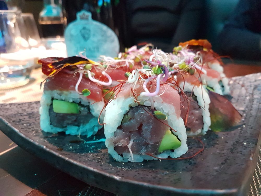 OiSushi is a fusion sushi restaurant in the heart of Rome serving Brazilian-Japanese sushi, Hawaiian poke bowls, fusion tacos and Italian sushi.