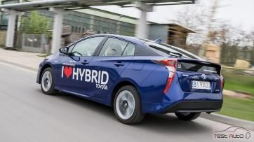 Nowa Toyota Prius PREMIUM 1.8 Hybrid 122 KM-E CVT fot. Jakub Baltyn (25)