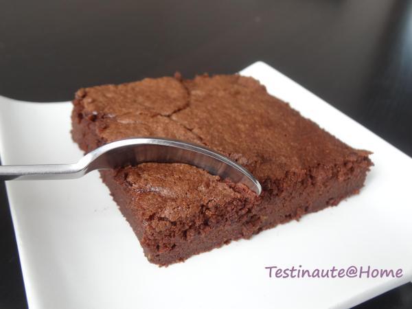 Gâteau chocolat courgette coupé fondant
