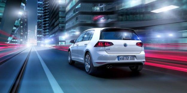 VW-PLUG-IN-HYVRID-GOLF-REAR-DRIVING
