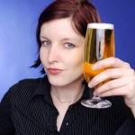 Mulheres inteligentes bebem mais, aponta estudo