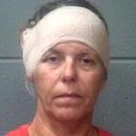 Mulher é presa após morder o saco escrotal do namorado durante briga