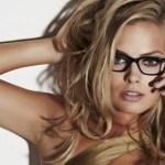 Homens têm dificuldades em sair com mulheres mais inteligentes, diz estudo