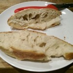 Blogueira prepara pão usando fungos da própria vagina